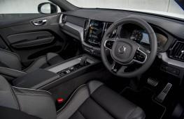 Volvo XC60 B4 R-Design AWD, cabin