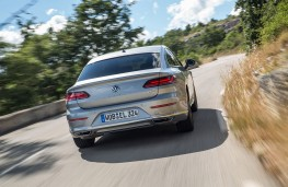 Volkswagen Arteon Elegance rear action