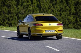 Volkswagen Arteon R-Line rear action