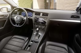 Volkswagen e-Golf 2017 cabin