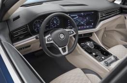 Volkswagen Touareg R-Line 2018 cockpit
