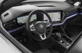 Volkswagen Touareg R-Line 2018 digital displays