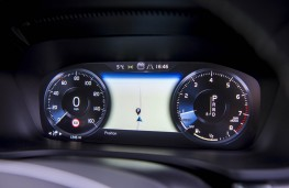 Volvo V60 R-Design, dash detail 2