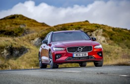 Volvo V60 R-Design, front action 2