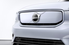 Volvo XC40 Recharge P8 AWD front detail