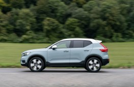 Volvo XC40, action side
