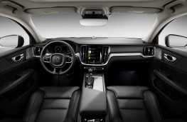 Volvo V60 Cross Country cockpit