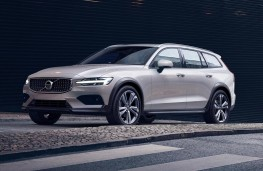 Volvo V60 Cross Country front threequarters