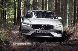 Volvo V60 Cross Country head on