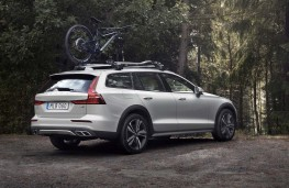 Volvo V60 Cross Country rear threequarters
