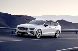 Volvo V60 R-Design front action