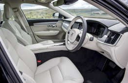Volvo V90, front seats