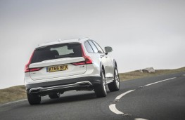 Volvo V90 Cross Country, rear action 2