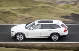 Volvo V90 Cross Country, side action