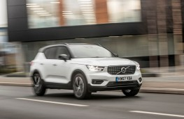 Volvo XC40, front action 3