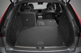 Volvo XC60, boot 2