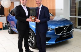 John Challen, (left) presents UK Car of the Year Award to Jon Wakefield, managing director, Volvo Car UK