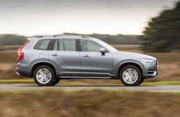 Volvo XC90 T8 Twin Engine, side action