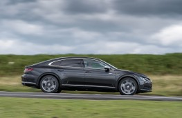 Volkswagen Arteon, side action