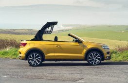 Volkswagen T-Roc Cabriolet, side hood up