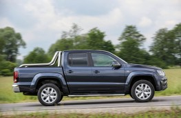 VW Amarok, side action