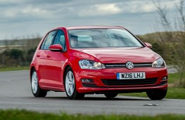 Volkswagen Golf BlueMotion 1.0 TSI, front action