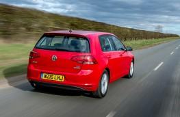 Volkswagen Golf BlueMotion 1.0 TSI, rear action
