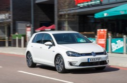 VW Golf GTE, front action