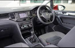 Volkswagen Golf SV, front seats