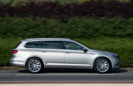 Volkswagen Passat Estate GTE, action side