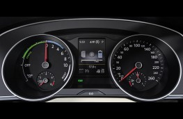 Volkswagen Passat Estate GTE, dash detail