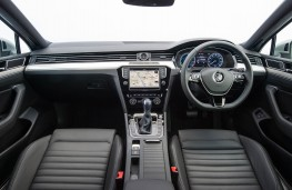 Volkswagen Passat Estate GTE, dashboard