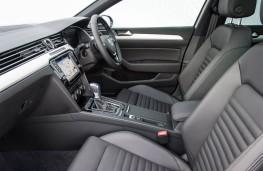 Volkswagen Passat Estate GTE, front seats