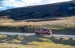 VW T-Cross, side action 2