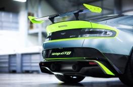 Aston Martin Vantage GT8, wing