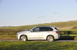 BMW X5 xDrive40e M Sport, side