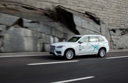 Volvo XC90 Drive Me London, autonomous test, side