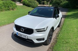 Volvo XC40 Recharge Plug-in Hybrid T5 FWD R-Design Pro, 2020, front