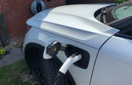 Volvo XC40 Recharge Plug-in Hybrid T5 FWD R-Design Pro, 2020, charging
