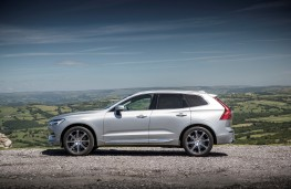 Volvo XC60, side, static