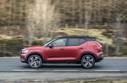 Volvo XC40 First Edition, 2018, side, action