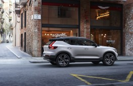 Volvo XC40, 2018, side, town