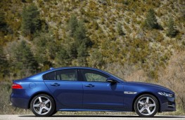 Jaguar XE, side