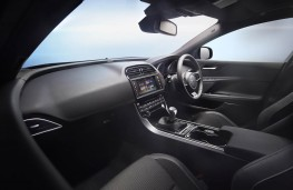 Jaguar XE, interior