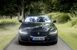 Jaguar XE, nose, action