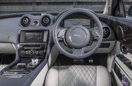 Jaguar XJ LWB Autobiography, 2016, dashboard