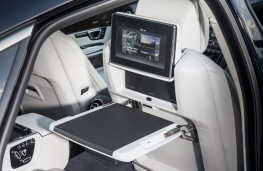Jaguar XJ LWB Autobiography, 2016, table