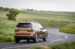Nissan X-Trail 2.0 dCi, 2017, rear, action