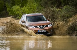 Nissan X-Trail 2.0 dCi, 2017, front, off road, water splash