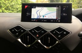 DS 3 Crossback, controls and display screen